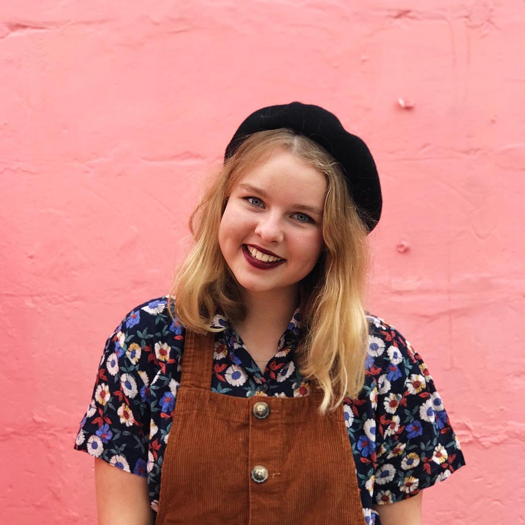 Hi! Ik ben Romy en op dit kleine stukje internet schrijf ik over alles wat mij bezighoudt, van lifestyle en fashion tot reis artikelen. Pak er gerust een lekkere, grote kop thee bij en veel plezier met lezen!